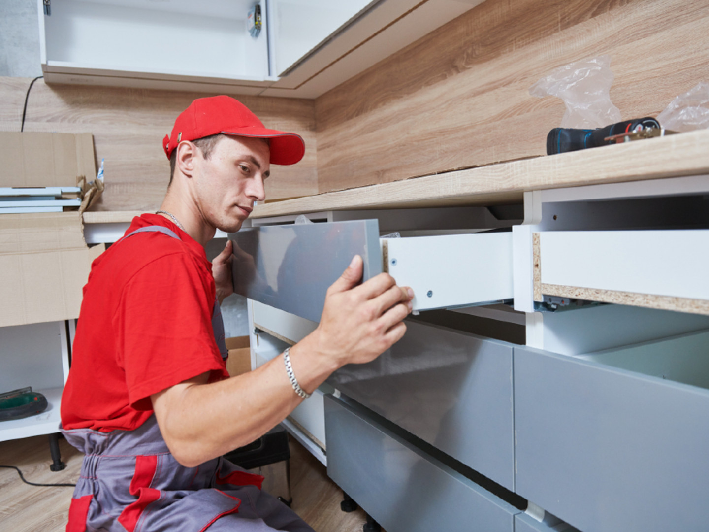 Get in touch with a pull-out cabinet installer in Clearwater, Largo & Palm Harbor, FL